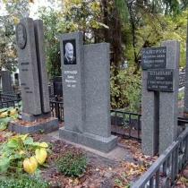 Заказать памятник на одного человека - можно с сайта: https://www.grand-ritual.kiev.ua